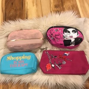 4 for 10 MAKE UP BAGS !